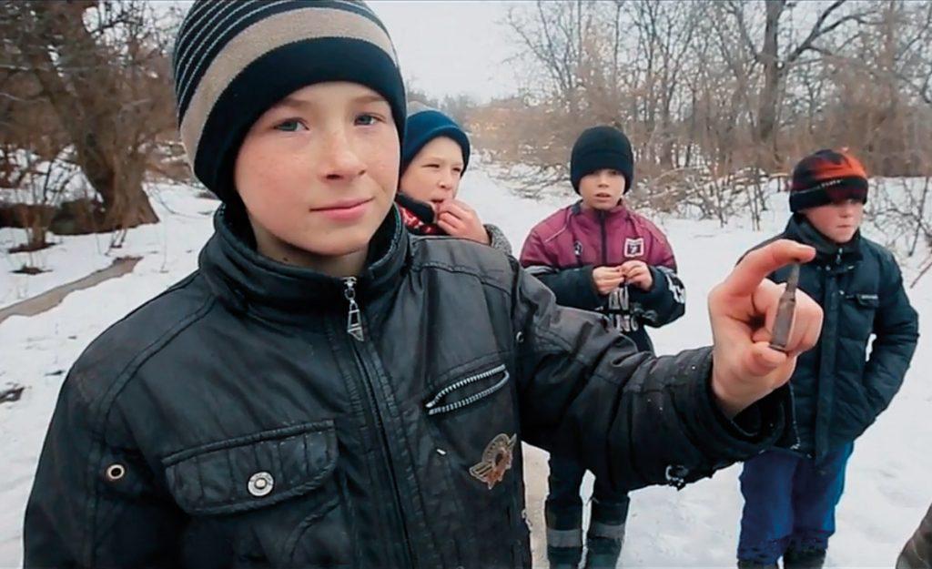 Gefährliches ``Spielzeug`` - Ostukrainische Kinder leben gefährlich, überall lauert Gefahr.