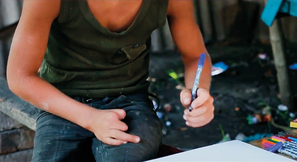 Kinder werden zu Opfern - Oleksii fand einen Zünder, der in seiner Hand explodierte.